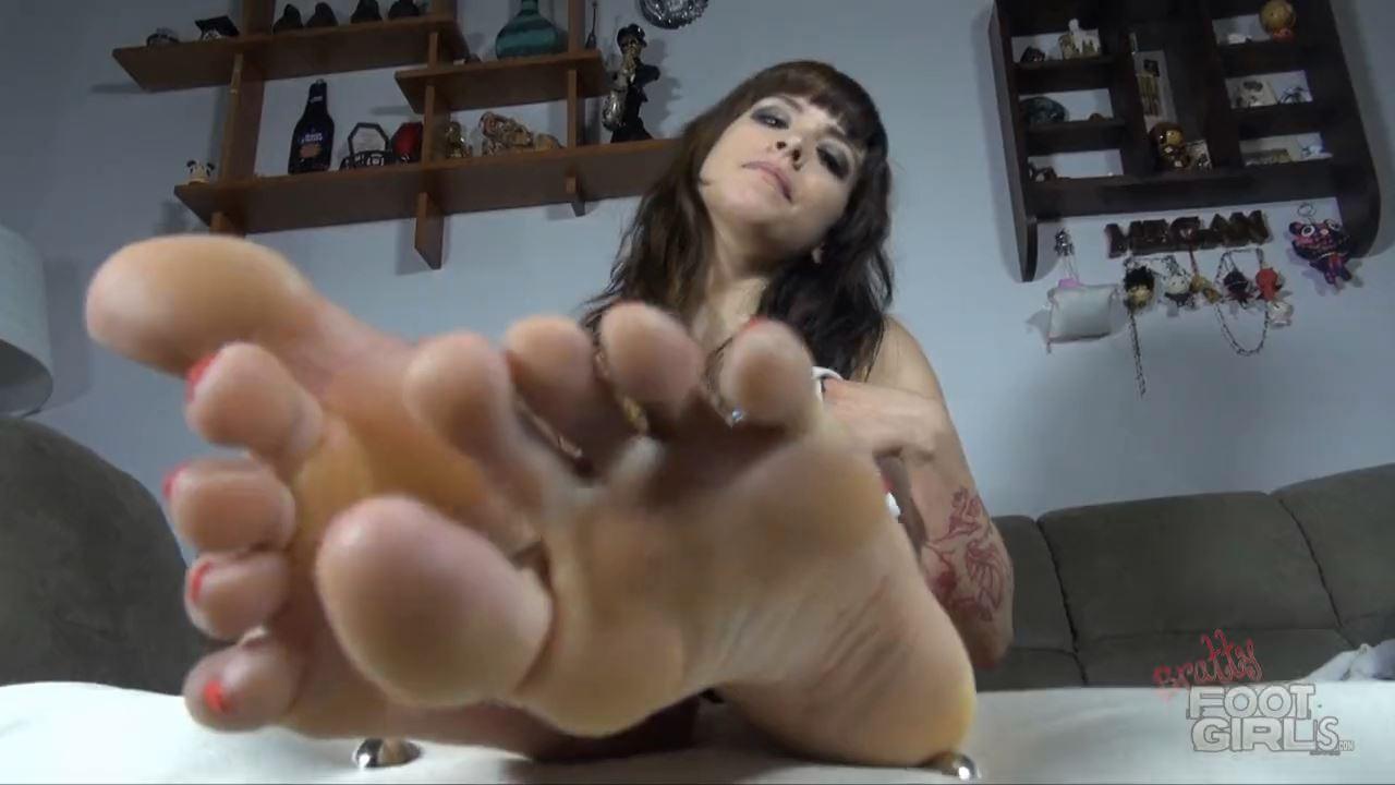 Smell them Loser - BRATTY FOOT GIRLS - HD/720p/MP4