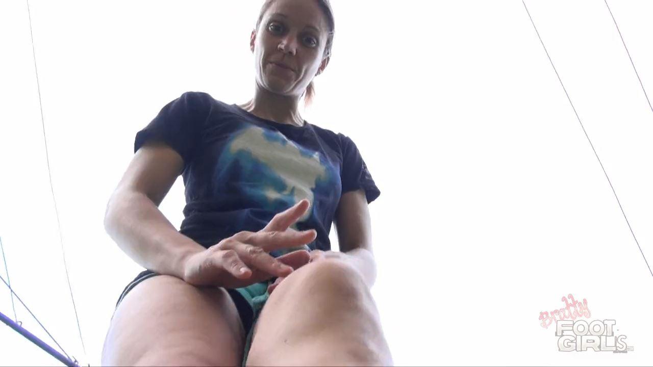 The Garden Giantess - BRATTY FOOT GIRLS - HD/720p/MP4