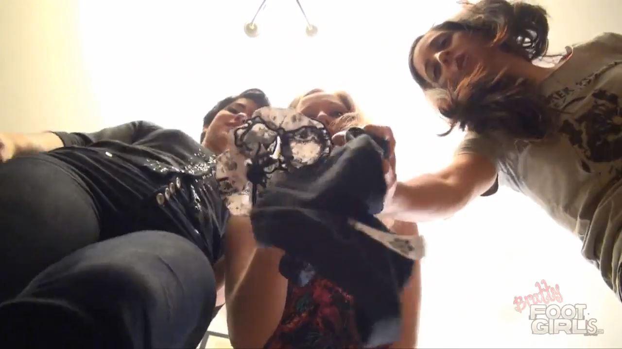 Goddess Dee, Johannie V, Jamie Daniels In Scene: Creeper Crush - BRATTY FOOT GIRLS - HD/720p/MP4