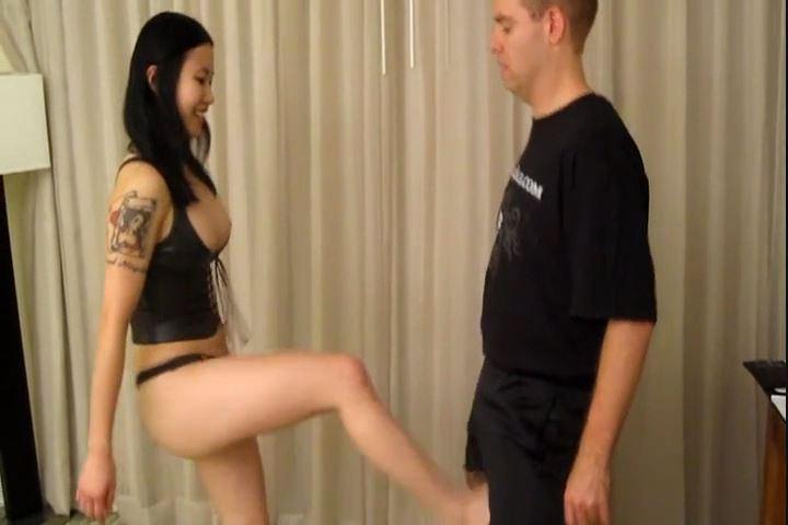 Mistress Siren Thorn In Scene: Asian Ballbusting with Siren - CRUDELIS AMATOR BALLBUSTING FETISH - SD/480p/MP4
