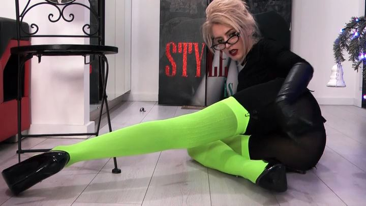 Goddess Celine In Scene: PSYCHOTHERAPY NYLON LAYERS OBSESSION - DANGEROUS TEMPTATION - SD/406p/MP4