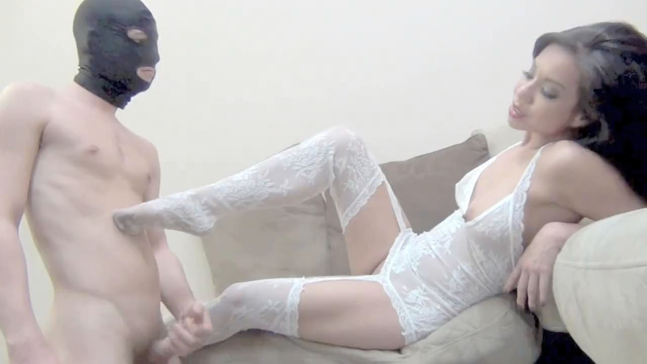 Mistress Kim Lee In Scene: WORSHIP MY FEET AND I WILL ALLOW YOU TO WORSHIP YOUR CHASTISED COCK! - DOMNATION - HD/720p/MP4