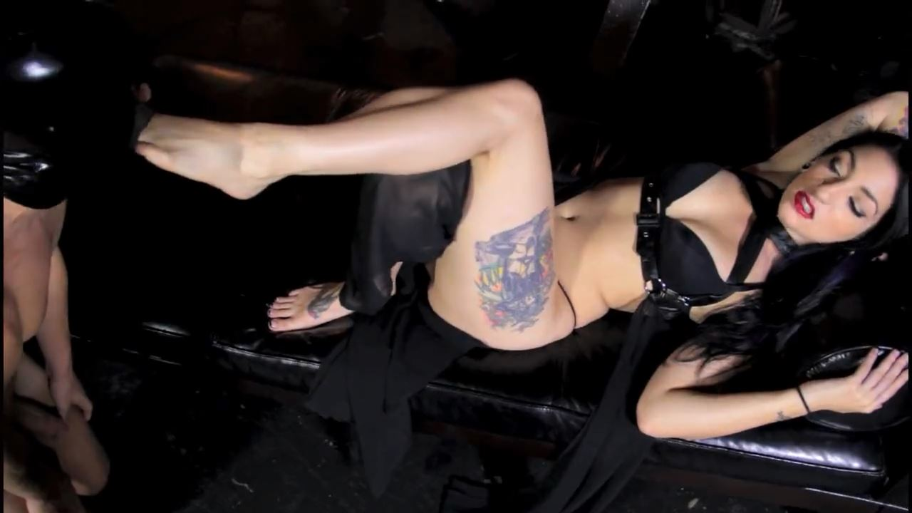 Mistress Cybill Troy In Scene: FOOT TEASE - DOMNATION - HD/720p/MP4