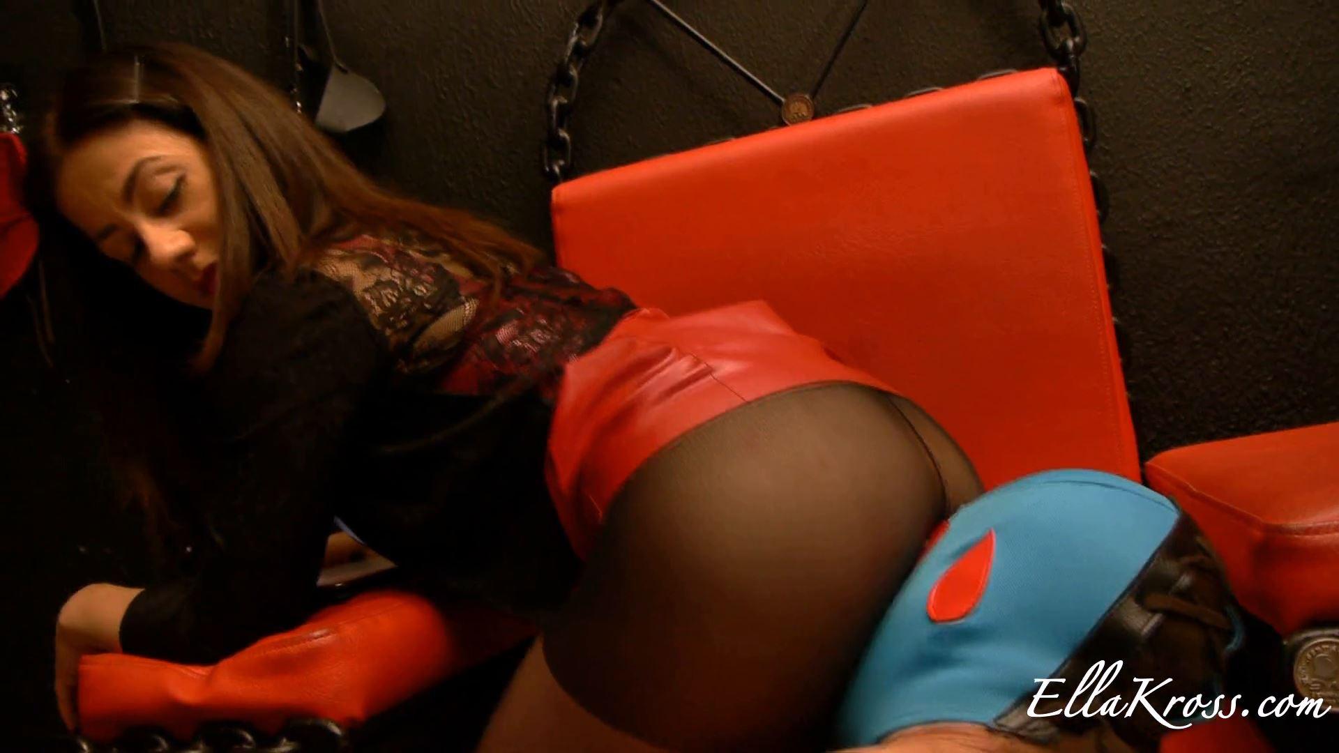 Mistress Ella Kross In Scene: Making a Slave Smell My Sweaty Pussy and Ass - ELLAKROSS - FULL HD/1080p/MP4