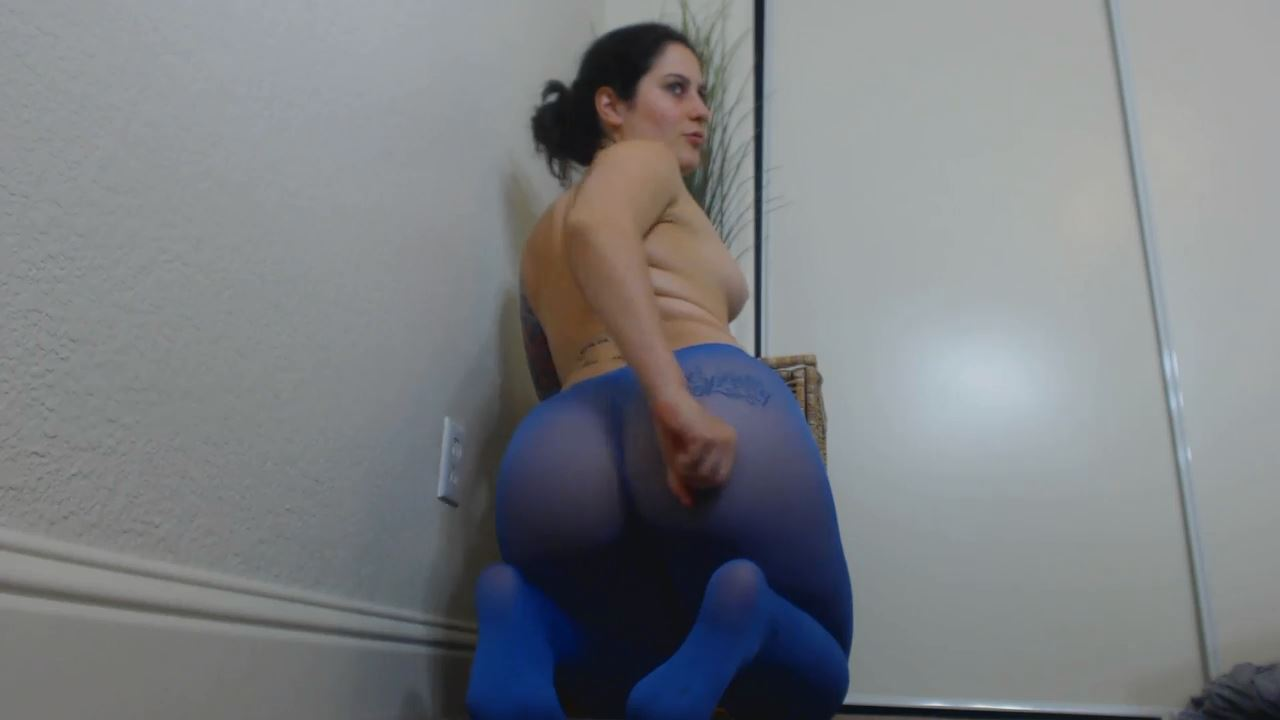 Teasing girl in blue pantyhose gives masturbation instructions - FEMDOM STREAMS - SD/576p/MP4