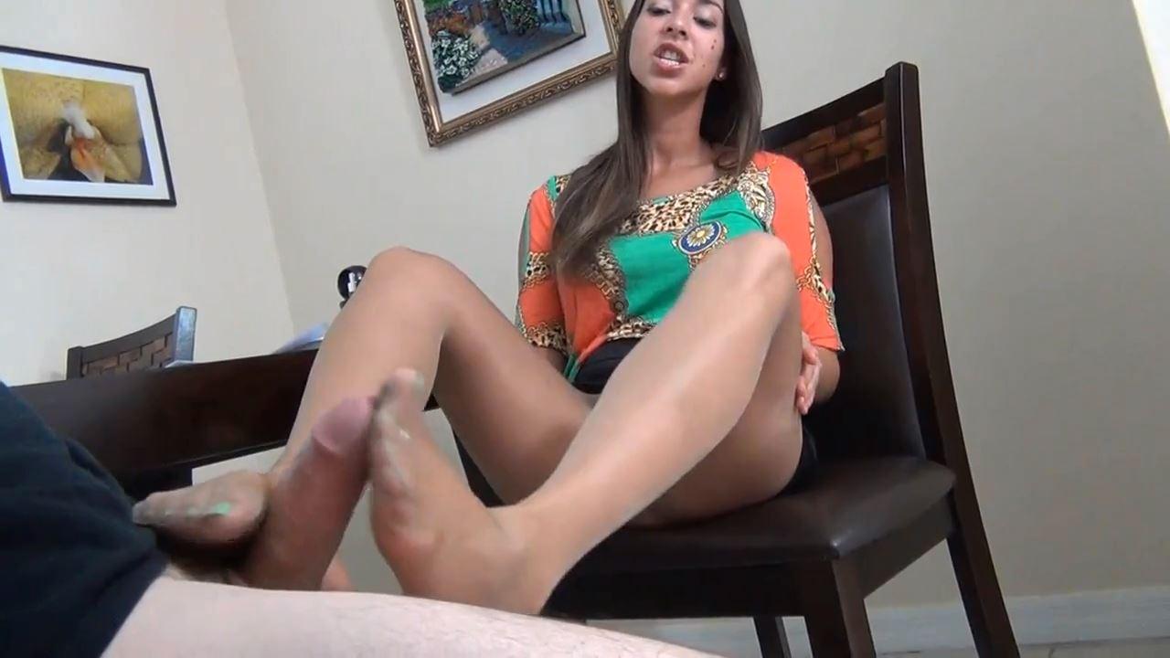 Tall woman in tan pantyhose - FOOT DIVAS - HD/720p/MP4