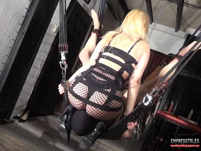 Mistress Kelly Kalashnik In Scene: HOP ON YOUR FACE IN THE SLING - FACESITTING-QUEEN - SD/576p/MP4