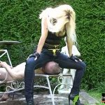 Mistress Kelly Kalashnik In Scene: FACE FLATTENED UNDER MY BLUE JEANS – FACESITTING-QUEEN – SD/576p/MP4