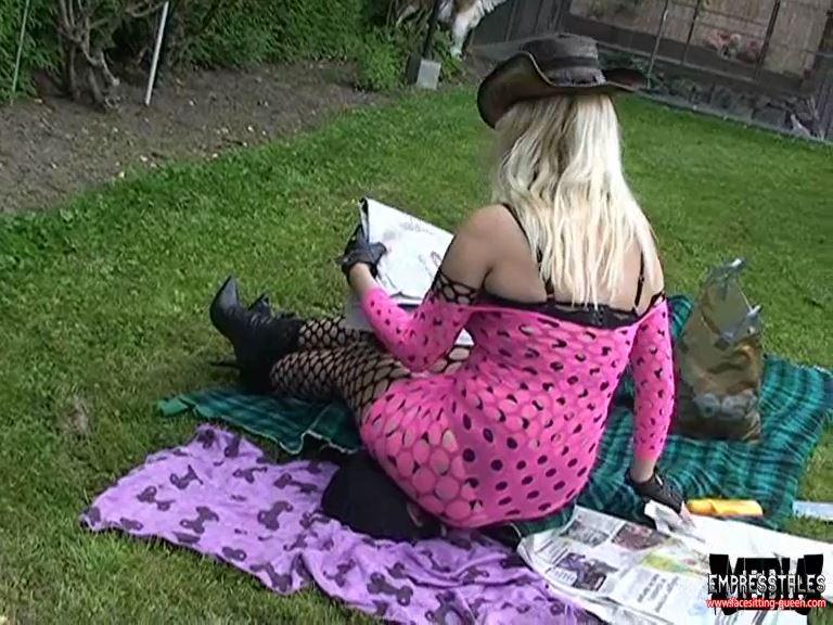 Mistress Kelly Kalashnik In Scene: HUMAN PICNIC BLANKET - FACESITTING-QUEEN - SD/576p/MP4