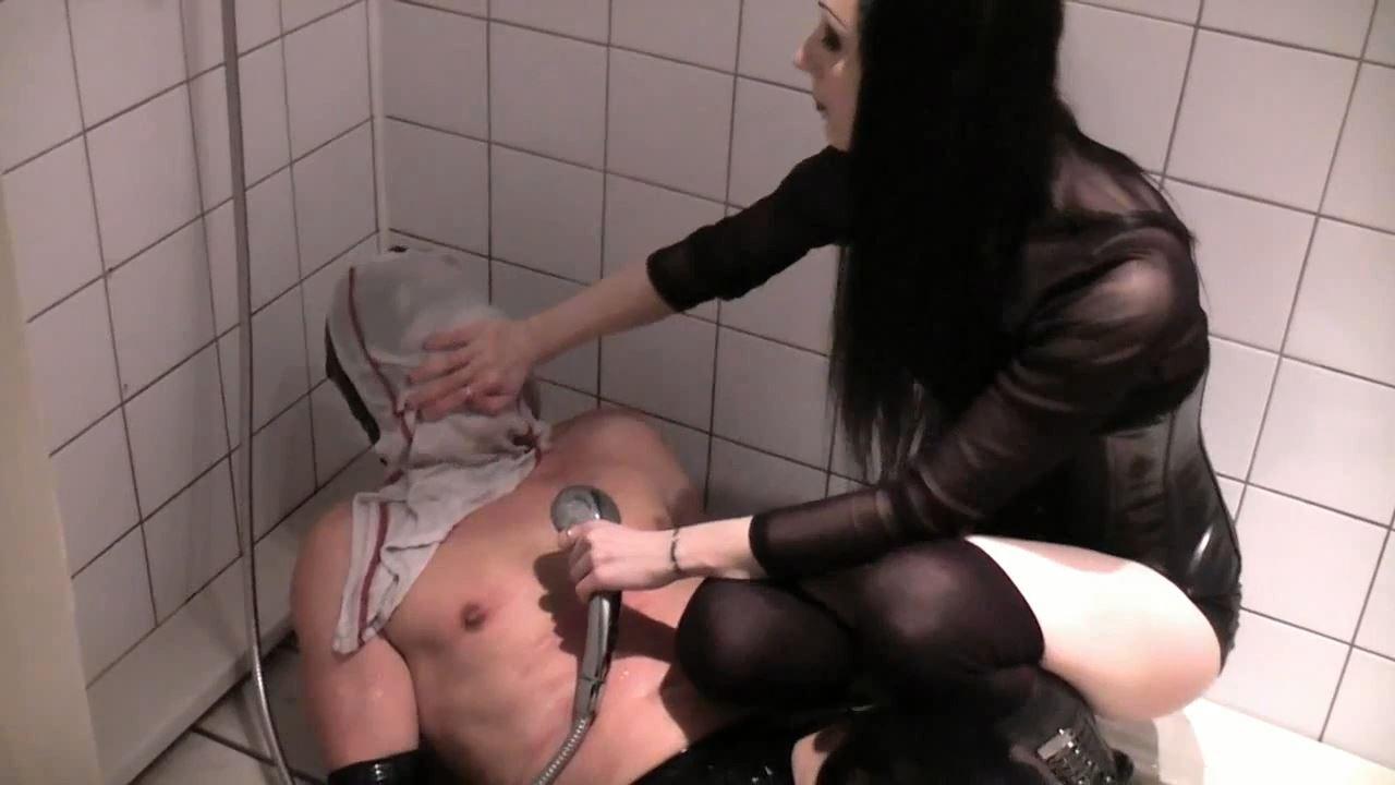 Mistress Celeste In Scene: extreme waterboarding - GERMAN DOMINAS / GERMANY FEMDOM - HD/720p/MP4