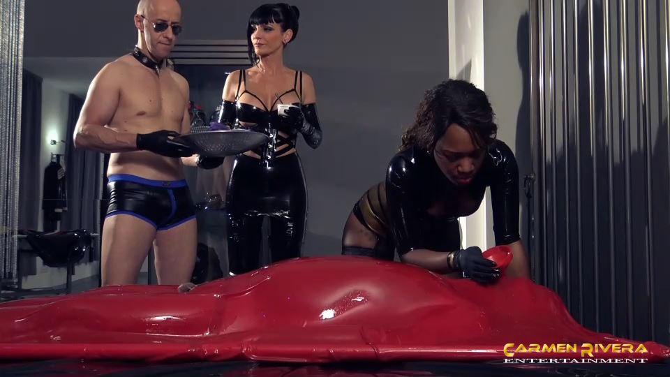 Lady Sahara, Carmen Rivera In Scene: Sperm Robbery in the Rubber Chamber Part 5 - YOURMISTRESS / CARMEN RIVERA ENTERTAINMENT - SD/540p/MP4