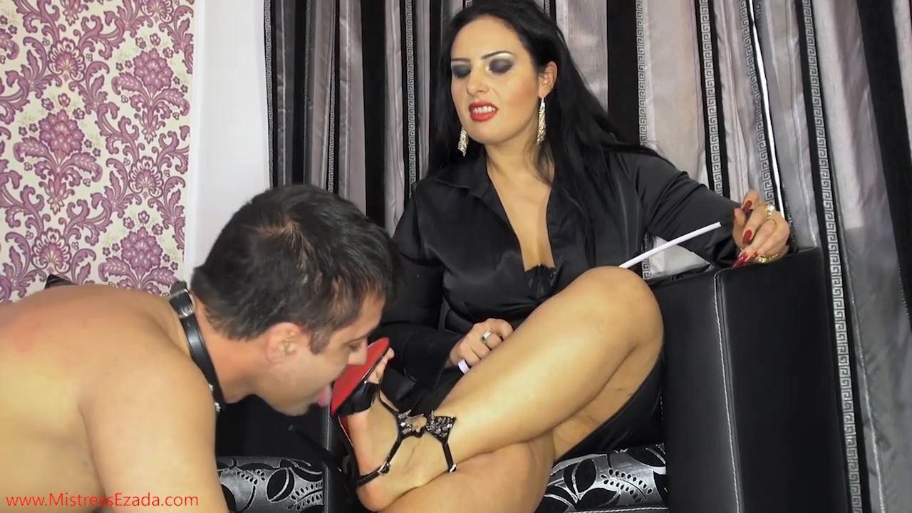 Mistress Ezada In Scene: Tongue cleaning My sandals - MISTRESS EZADA SINN - HD/720p/MP4