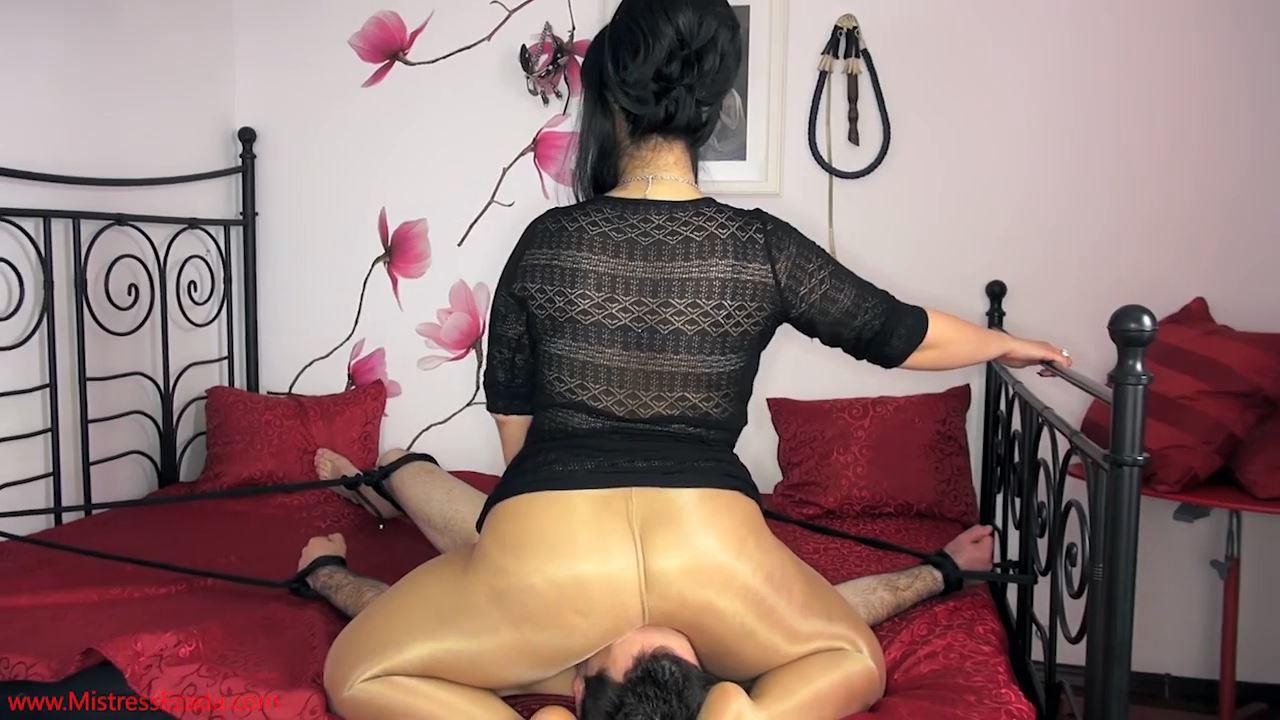 Mistress Ezada In Scene: Human cushion for My royal ass - MISTRESS EZADA SINN - HD/720p/MP4