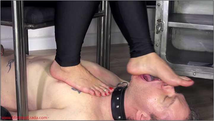 Foot licking chair accessory - MISTRESS EZADA SINN - SD/406p/MP4