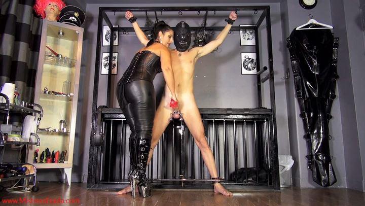 Mistress Ezada In Scene: Red leather half gloves double ruin - MISTRESS EZADA SINN - SD/406p/MP4