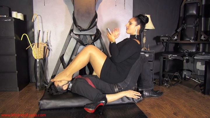 Mistress Ezada In Scene: The perfect sofa - for free! Only for Women - MISTRESS EZADA SINN - SD/406p/MP4