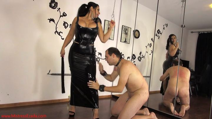 Mistress Ezada In Scene: Latex shining under pressure - MISTRESS EZADA SINN - SD/406p/MP4