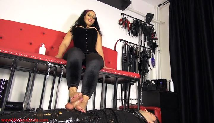 Mistress Ezada In Scene: Pleasure & pain at My feet - MISTRESS EZADA SINN - SD/414p/MP4