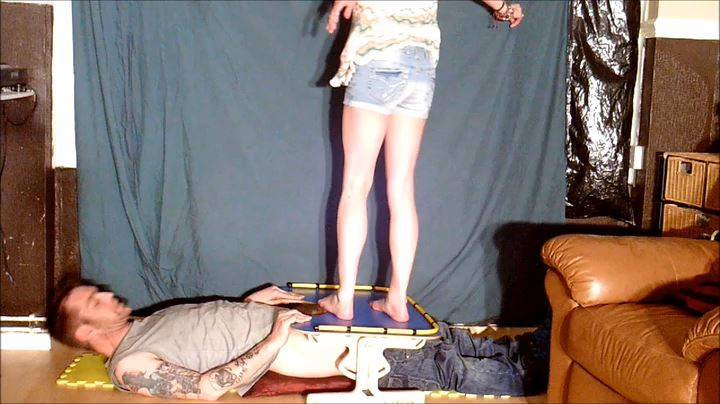 TABLE TOP BAREFOOT CBT AND FACE KICKING - UK STOMP / TRAMPLE ANGEL - SD/404p/MP4