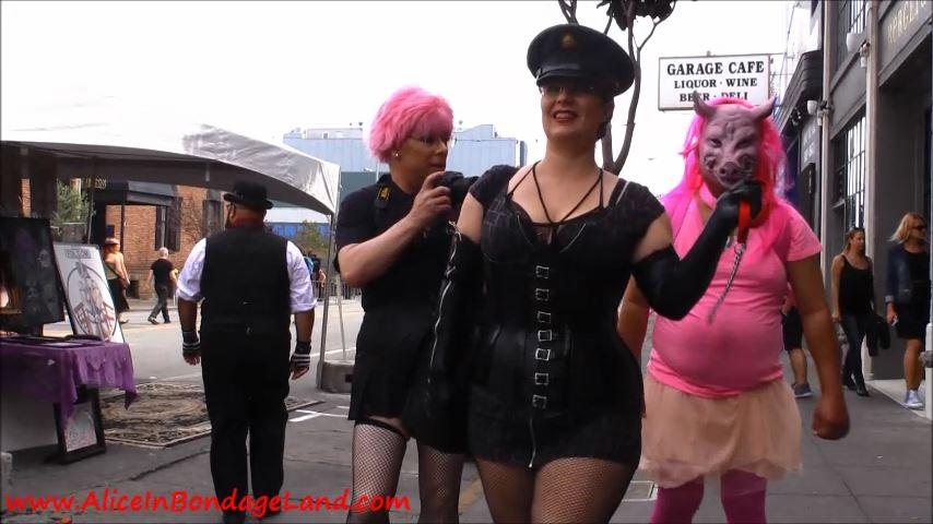 FSF 2015 Artist Alley Piggy Folsom St Fair - ALICEINBONDAGELAND - SD/480p/MP4