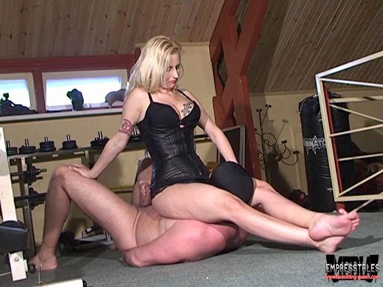 Mistress Kelly Kalashnik In Scene: HORNY WRESTLER REACHES CLIMAX - FACESITTING-QUEEN - SD/576p/MP4