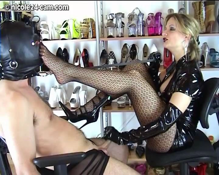 Mistress Nicole In Scene: Giving a special gratification to my Footslave - NICOLE24-CAM - SD/576p/MP4