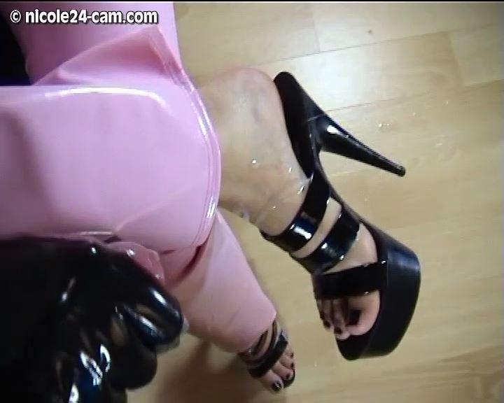Mistress Nicole In Scene: Cum over my Heels - NICOLE24-CAM - SD/576p/MP4