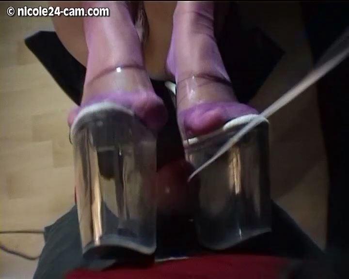 Mistress Nicole In Scene: Shoejob in Platform Heels - NICOLE24-CAM - SD/576p/MP4
