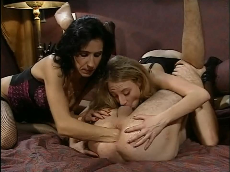 Fisting orgy between two women - STRAPON SLAVES - HD/720p/MP4