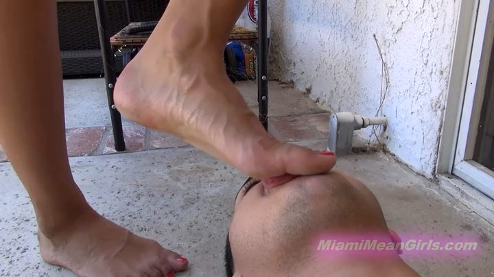 Dirty Foot Wipe - AMERICAN MEAN GIRLS / MIAMI MEAN GIRLS - SD/404p/MP4