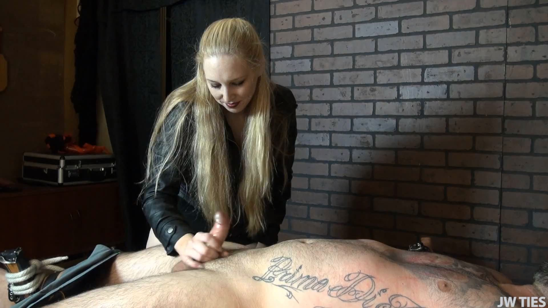 Going Delirious Full - TICKLED AND ABUSED MALE - FULL HD/1080p/MP4