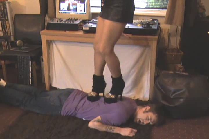 BRUTAL JUMPING, STAMPING AND TRAMPLING IN SKY HIGH HEEL'S - UK STOMP / TRAMPLE ANGEL - SD/480p/MP4