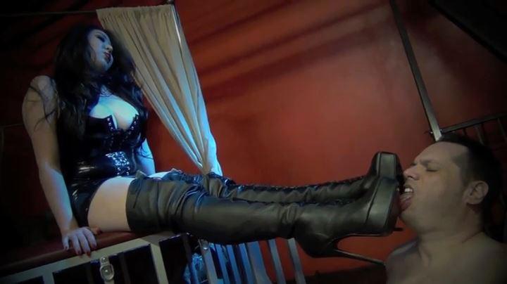 Goddess Angelina In Scene: SEDUCTIVE LEATHER AND SADISTIC BULLWHIPS - ASIAN CRUELTY - SD/404p/MP4