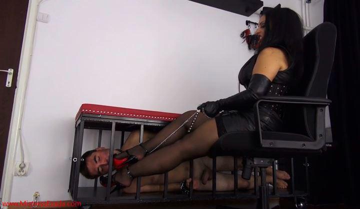 Mistress Ezada In Scene: Prisoner foot teasing - MISTRESS EZADA SINN - SD/418p/MP4
