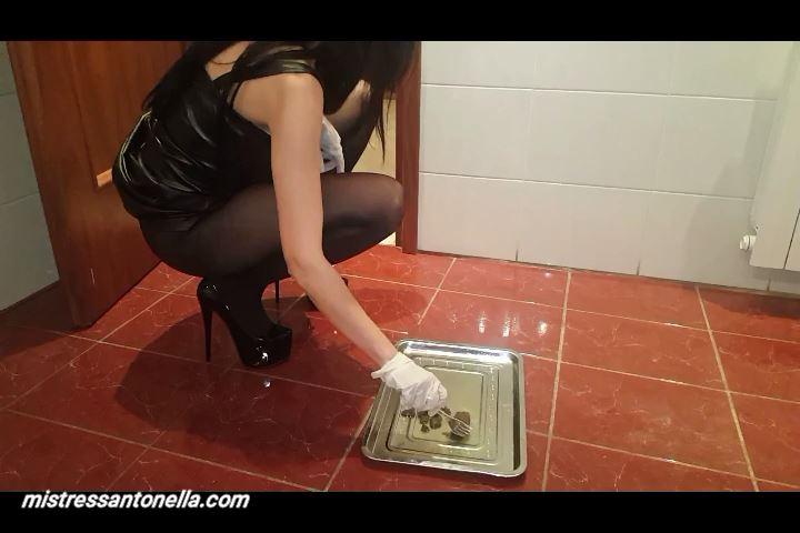 Mistress Antonella In Scene: Mistress Antonella prepares Caviar in black stockings - SILICONE GODDESS ANTONELLA - SD/480p/MP4