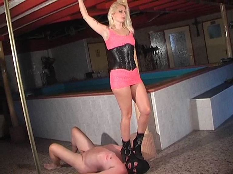 Mistress Kelly Kalashnik In Scene: Crushing victim - KELLY-KALASHNIK - SD/576p/MP4