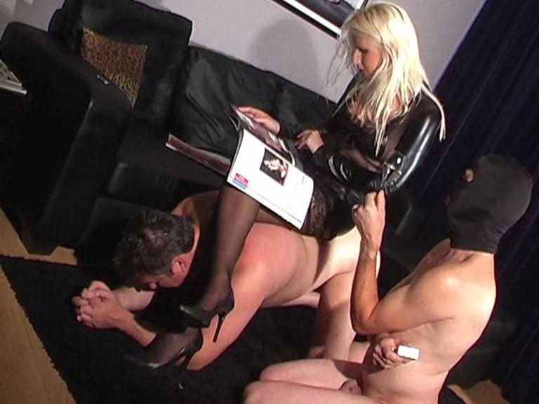 Mistress Kelly Kalashnik In Scene: Cigarette break between sessions - KELLY-KALASHNIK - SD/576p/MP4