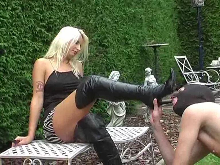 Mistress Kelly Kalashnik In Scene: The jerking leather boots worshipper - KELLY-KALASHNIK - SD/576p/MP4