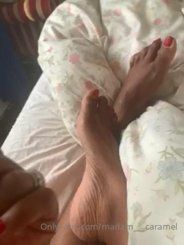 Kiss My Beautiful Feet - MADAME CARAMEL - SD/480p/MP4