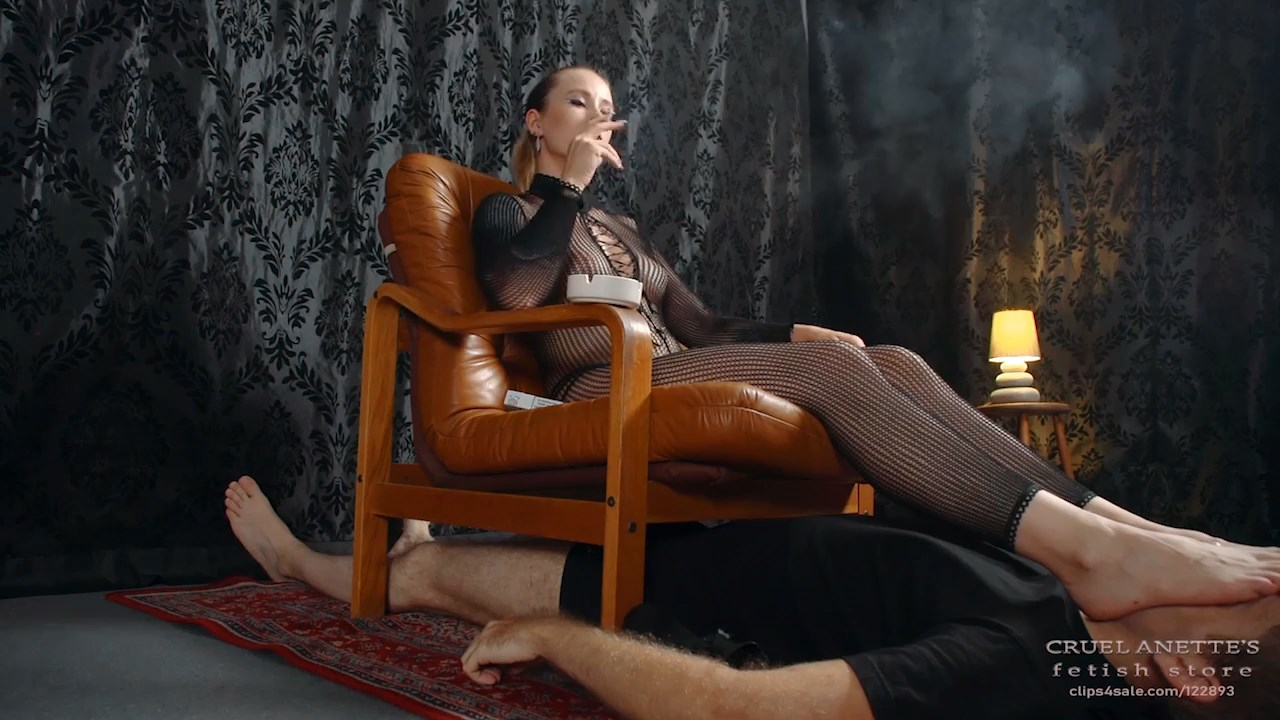 Smoking in chair - CRUEL ANETTES FETISH STORE - HD/720p/MP4