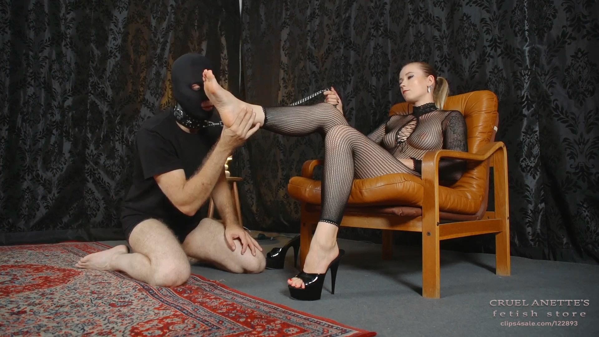 Feet licking on leash - CRUEL ANETTES FETISH STORE - FULL HD/1080p/MP4