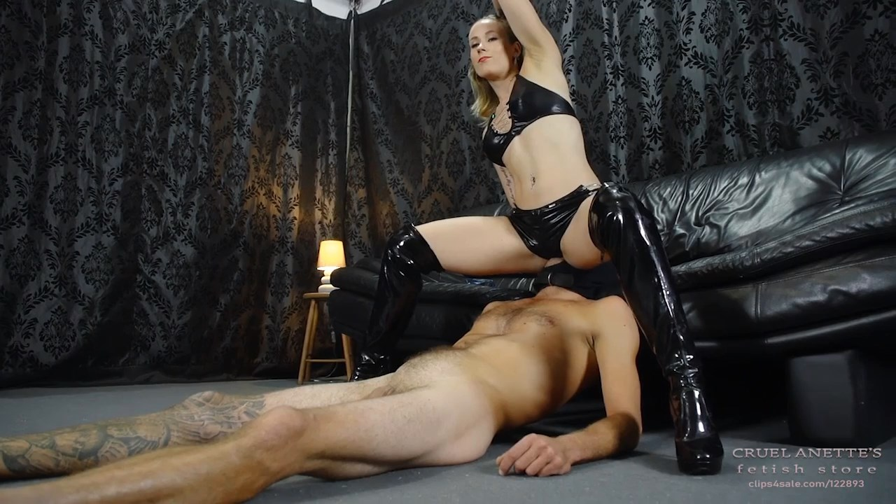 Sitting on his face and smoking - CRUEL ANETTES FETISH STORE - HD/720p/MP4