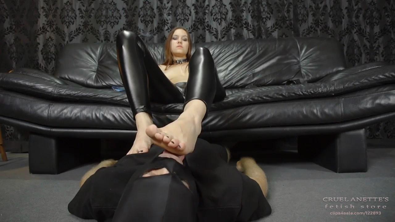 Freshly painted toenails - CRUEL ANETTES FETISH STORE - HD/720p/MP4