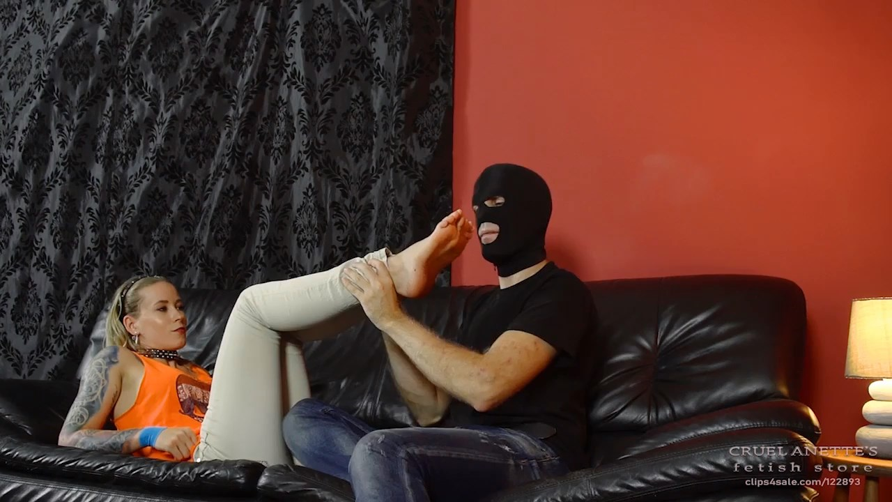 Smelly feet prepared for the slave - CRUEL ANETTES FETISH STORE - HD/720p/MP4