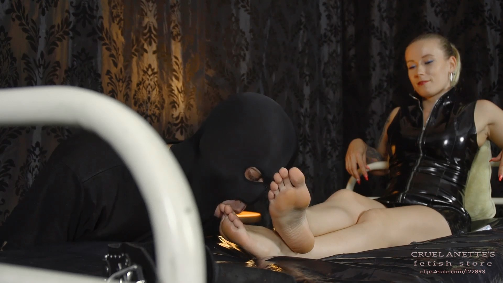 A chance to lick - CRUEL ANETTES FETISH STORE - FULL HD/1080p/MP4