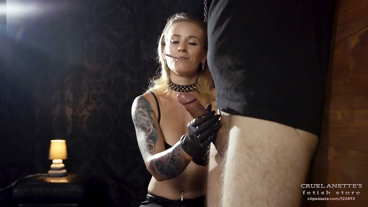 Can't hold back - CRUEL ANETTES FETISH STORE - HD/720p/MP4