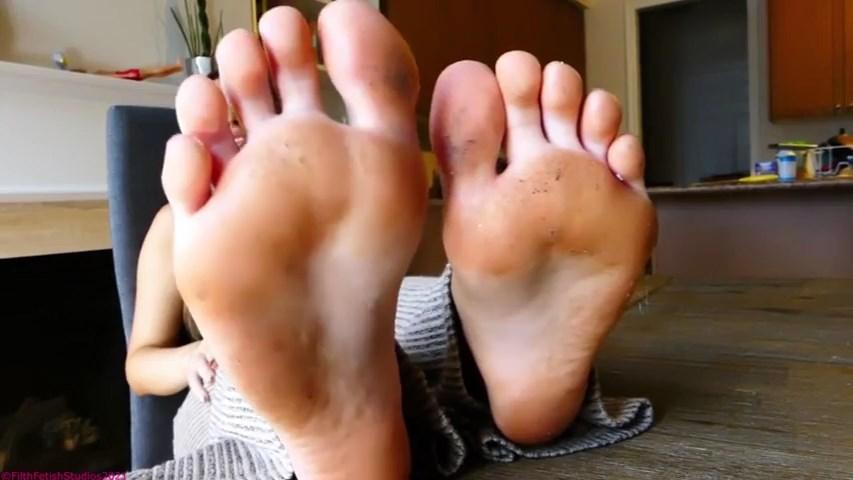 Addicted To Dirty Teen Feet - Princess Scarlett Rhoads - FILTH FETISH STUDIOS - SD/480p/MP4