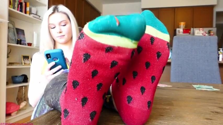 Sweet Sweaty Feet - Princess Candy Savy - FILTH FETISH STUDIOS - SD/480p/MP4