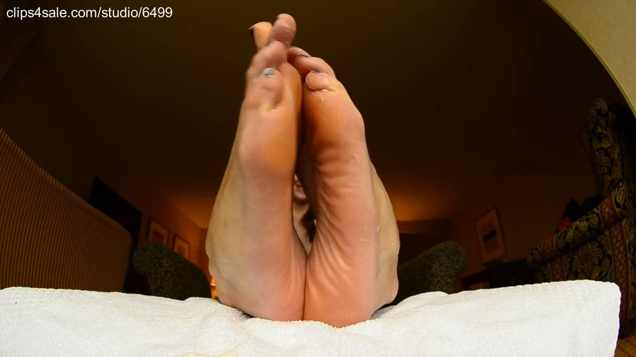 Fiery Red Head's dry soles get some much needed LOTION! *squiiirt* - GIANTESS FETISH VIDS - HD/720p/MP4