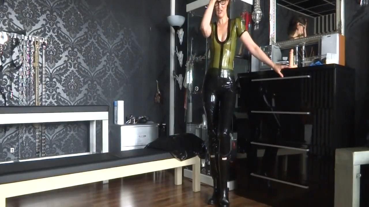 Jerk Task Of Your Rubber Mistress - LADY VICTORIA VALENTE - HD/720p/MP4